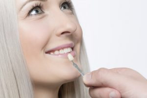 Your Massapequa cosmetic dentist replaces damaged veneers.